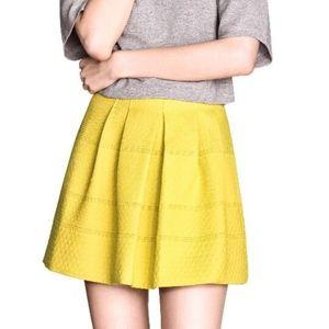 H&M Chartreuse Jacquard Pleated Mini Skirt Size 10